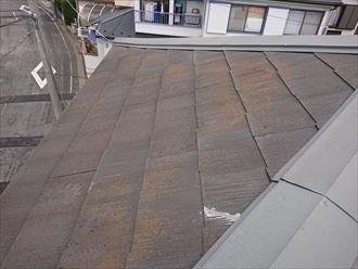 ぎりぎり2.5寸あるかないかの屋根勾配ですので、コロニアルを使っていいものかどうか悩む所です。勾配が緩いと瓦棒葺き、縦葺き屋根材が適しています。