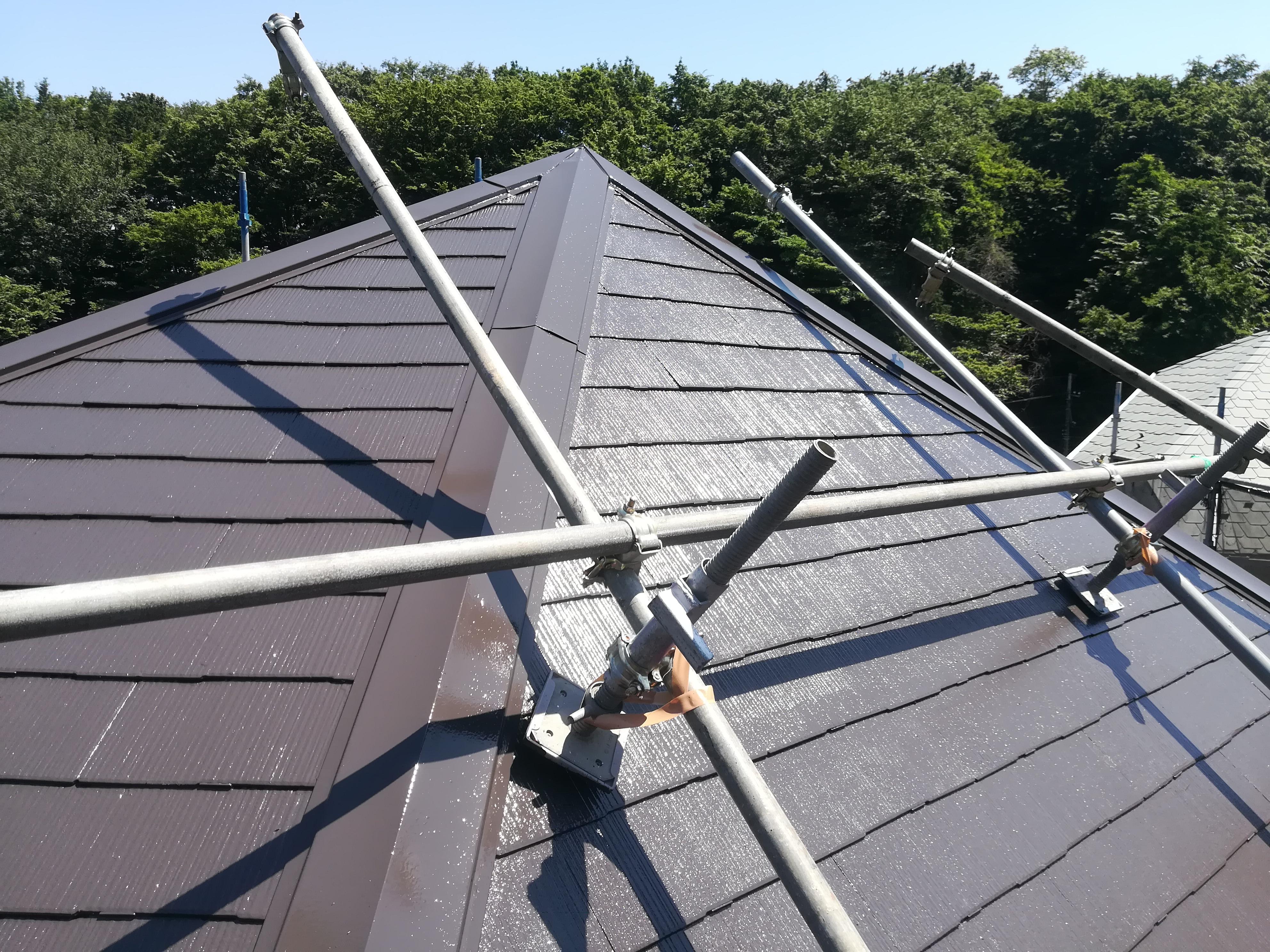 横浜市港北区小机町にて急勾配屋根に屋根足場を組んでの棟板金交換、屋根塗装工事