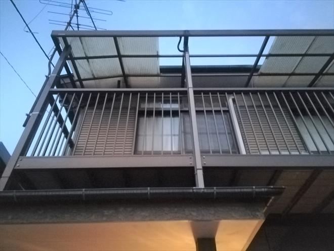 横浜市神奈川区菅田町にて波板張替え工事、新規波板はポリカ製でブロンズ色