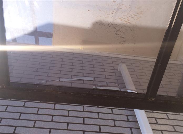 屋根材が割れたカーポート