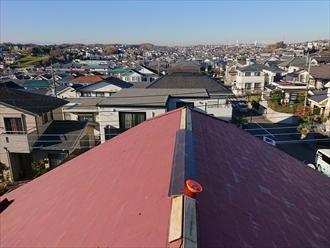 横浜市青葉区市ケ尾町にて建て替え前の住宅の棟板金補修工事を行いました