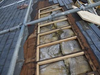 横浜市港北区大倉山にて台風被害による屋根材(スレート)飛散の復旧工事の様子
