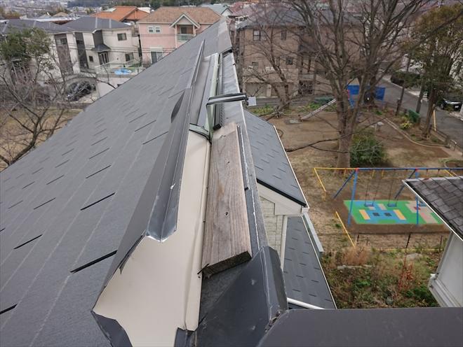 横浜市港北区新吉田町にて近隣の方に屋根がめくれてるよと指摘された片流れ屋根の調査
