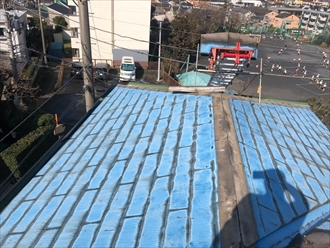 横浜市瀬谷区阿久和西にてオークリッジスーパーで屋根葺き替え、ハーバーブルーの鮮やかな色合いに