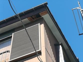 横浜市鶴見区馬場にて強風により軒天の一部が飛散、復旧の為の点検調査