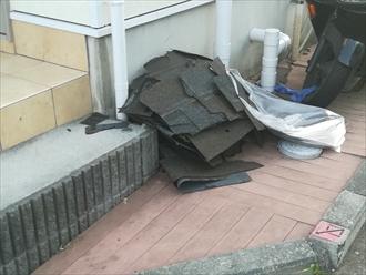 飛散した屋根材