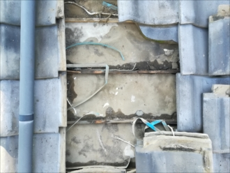 横浜市青葉区つつじが丘にて雨漏りが発覚した下屋根の瓦を葺き直し