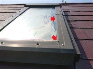 経年でゴムのパッキンなどは紫外線などにより劣化しやせ細ったり切れたりなどで雨水が入り込む隙間を生み出してしまいます。
