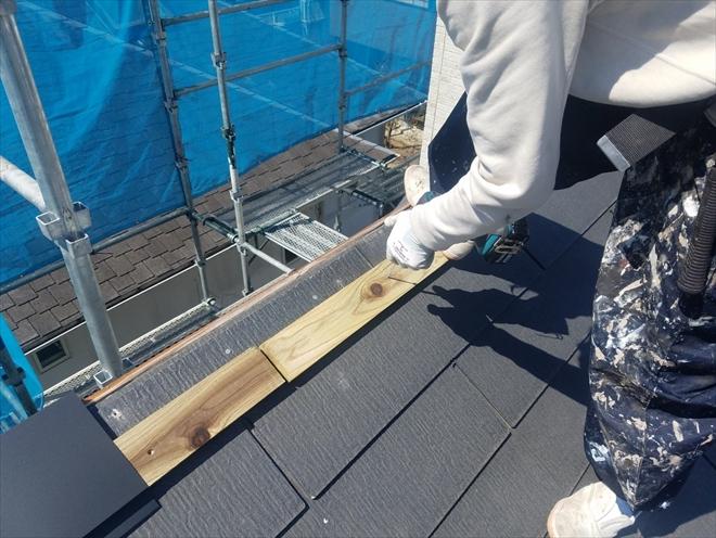 新しく防腐剤入りの貫板を設置いたします。