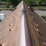 これだけの急勾配で、しかも塗装工事もしていないスレート屋根は全くふんばりがききません。移動も時間がかかります