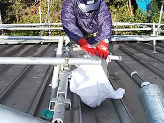 伊勢原市高森 雨漏り補修をするために屋根足場を仮設