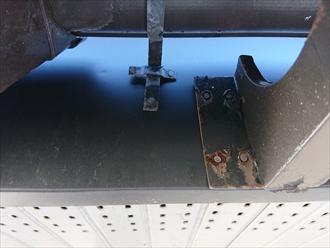 ただし、雨樋の支持金具などは交換していないために劣化したままでした。