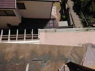 飛散した屋根が隣地のポリカに落ちなくて不幸中の幸いです