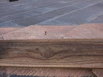 貫板を固定する為に野地板に打ち込んでいる釘も腐食し錆びているのが分かります