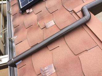 新しく雨樋を取り付けて直します