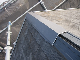 棟板金を固定するための貫板は樹脂製