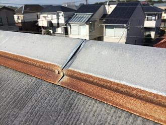 平塚市久領堤で潮風の影響を受けたスレート屋根を調査、塩害による錆びや傷みは要注意です