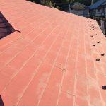 塗膜の劣化が著しいスレート屋根面