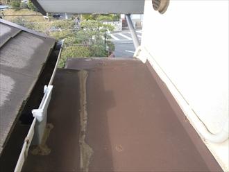 板金表面の塗膜に剥がれあり