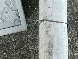 横浜市神奈川区西寺尾にて強風で外れた雨樋(這樋)の部分補修工事の様子