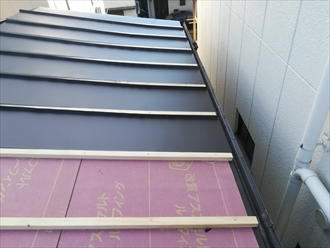 横浜市鶴見区小野町で瓦棒葺き屋根の葺き替え工事を行いました