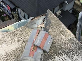 強風で破損した屋根