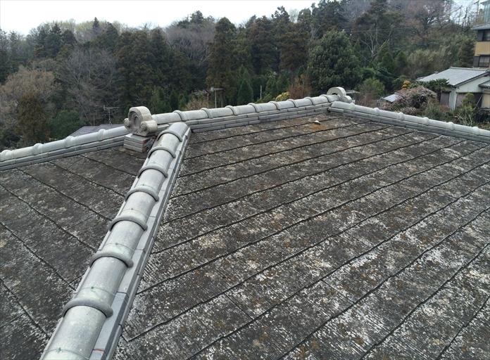 スレート屋根に棟瓦