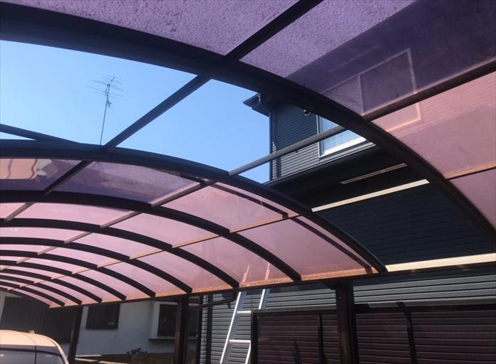 高座郡寒川町大蔵で破損したカーポートの屋根材を撤去して新しい屋根材へと交換