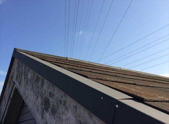 スレート屋根で棟板金浮きを確認