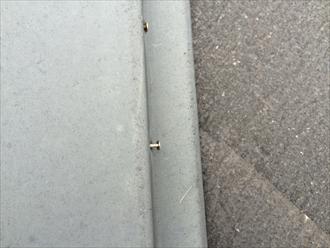 棟板金の釘抜けは棟板金の交換が必要
