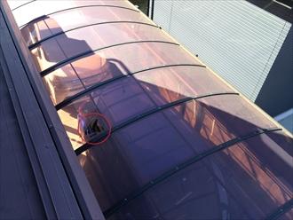 台風で穴の開いたカーポート屋根材