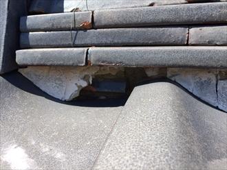 相模原市緑区二本松で瓦屋根の調査、詰めてある漆喰の劣化を確認