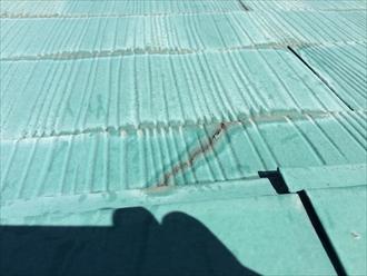 前回の屋根塗装を行ったあとに出来た亀裂