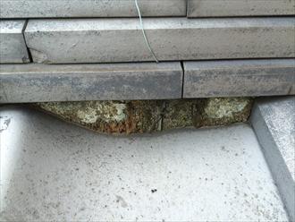 鎌倉市扇ガ谷で行われた瓦屋根の調査は、セメントの混ざった漆喰が劣化しておりました