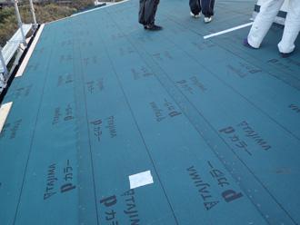 伊勢原市上粕屋 屋根葺き替え工事 野地板・防水紙設置