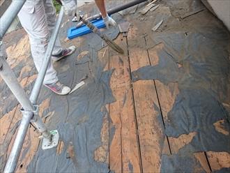 掃除も同時進行で行い新しい野地板を張る準備をします