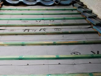 座間市栗原 屋根葺き直し工事 防水紙取り付け