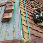 中郡二宮町百合が丘にて防水紙劣化で雨漏りしている屋根を屋根葺き直し工事で改善