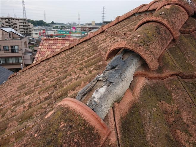 寒川町宮山にてモニエル瓦で葺かれた屋根から瓦が落下、屋根補修工事の為に点検調査を実施しました