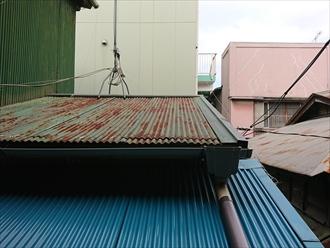 一階の屋根はここ数年前に交換したようで、まだ見た目は綺麗に保たれています