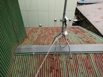 茅ヶ崎市今宿にてカラートタン屋根の調査、錆が回って塗装できない状態になったらトタン屋根自体を交換工事しましょう