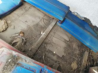 座間市栗原で防水用のとんとん劣化による雨漏り発生、屋根葺き直し工事で改善します