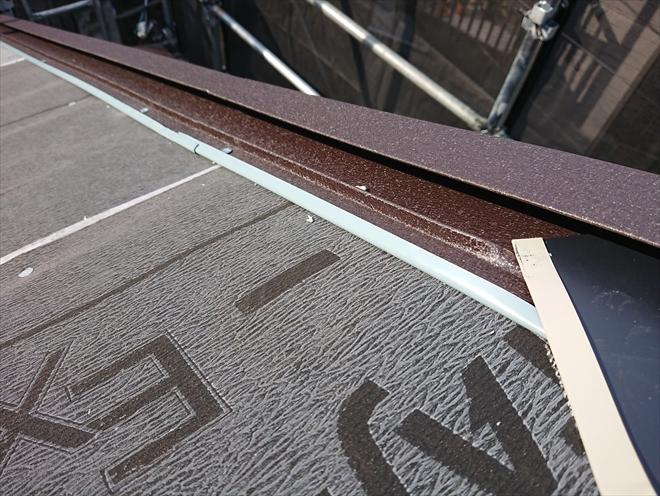 ケラバ水切り板金は野地板に水がまわらないように設置します