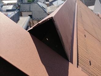 はがれてしまった片流れ屋根に設置してあります片流れ用棟板金