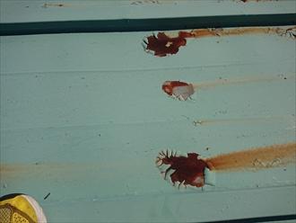 赤錆が多く、塗膜も剥がれて相当年数が経っているようです