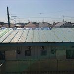 瓦棒葺きのトタン屋根。現在多くつかわれるガルバリウム鋼板と違い錆が出やすい屋根材