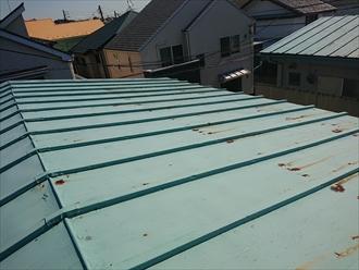 勾配が緩い屋根に使われているのがほとんどな瓦棒葺き