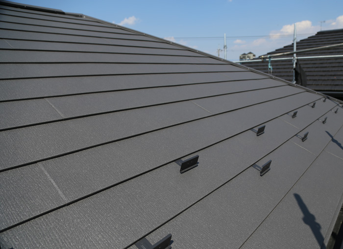 平塚市南金目でスーパーガルテクトのSシェイドチャコを使った屋根カバー工法