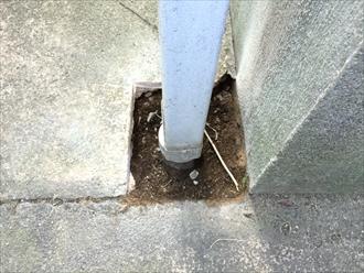 大磯町高麗で雨樋交換、コンクリートに埋まった雨樋も綺麗に交換します