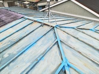 下地の劣化が窺える屋根